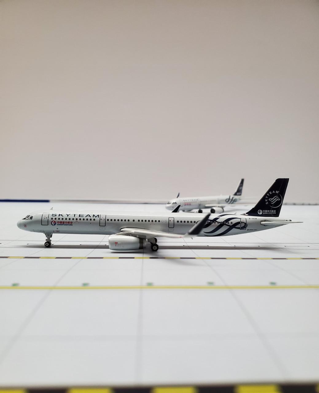 Phoenix 1:400 China Eastern A321 Skyteam B-1838