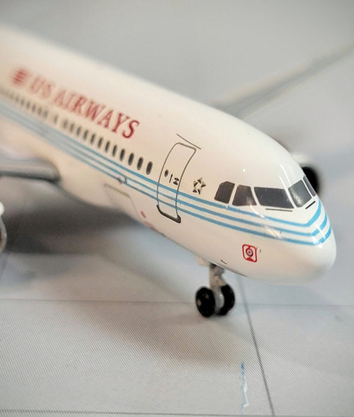 Bluebox 1:400 US Airways A319 (America West Old Colors Retro Jet)