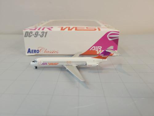 Aeroclassics 1:400 Air West DC-9-31 (Orange/Pink)