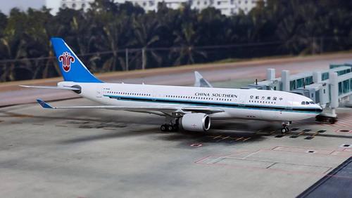 Phoenix 1:400 China Southern A330-200 B-6548