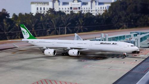 Phoenix 1:400 Mahan Air A340-600 EP-MMR