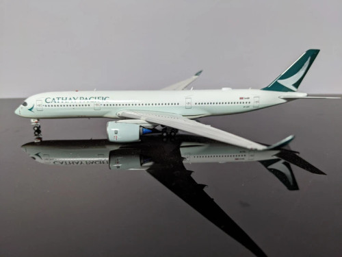 Aviation400 1:400 Cathay Pacific A350-900 (B-LRT)