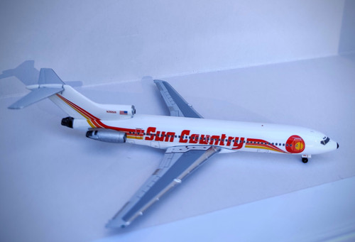 Aeroclassics 1:400 Sun Country 727-200 (N293US 1:400)