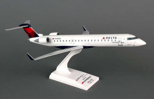 Skymarks 1/100 Delta Connection CRJ-700 (830715106731)