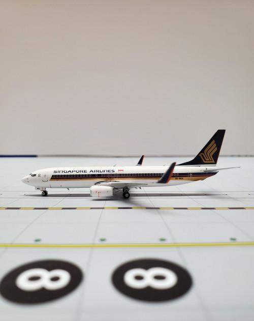 Phoenix 1:400 Singapore Airlines 737-800