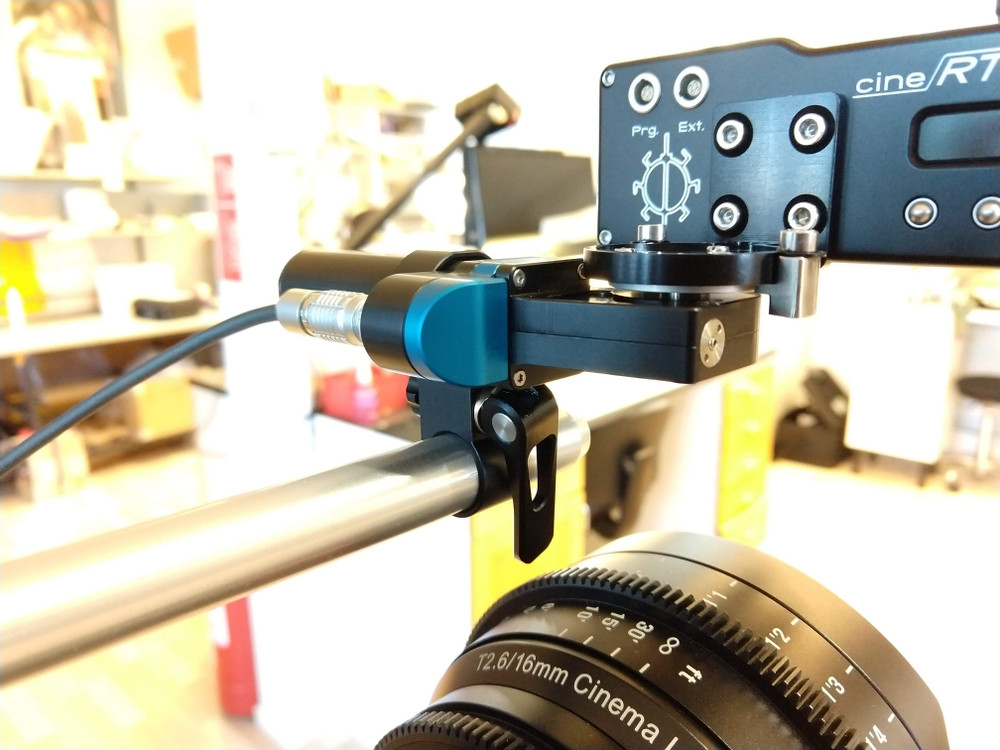 HEDEN Cine RT pan bracket (M21, M26) Bracket for use with the CineRT   currently mounted onto an LM30 Motor onto a 15mm Rod ( Not Included )