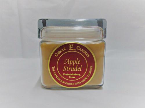 Circle E Candle, Apple Strudel 28 oz.