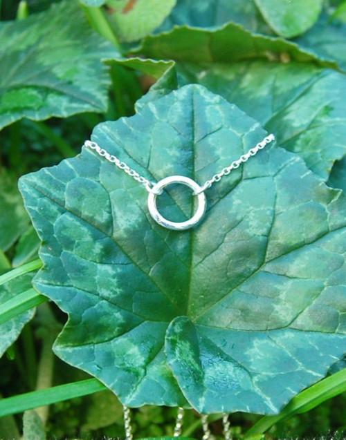 Elegant dainty circle necklace