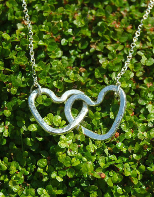 Interlocked hearts pendant