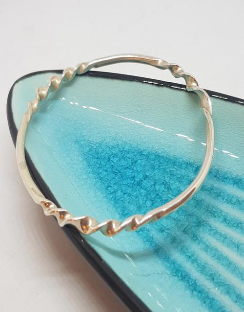 Stylish silver ripple bangle
