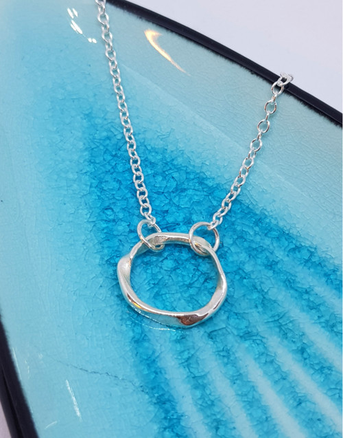 Sterling silver ripples circle necklace