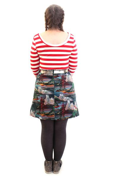 Petra Skirt Scenic Red.