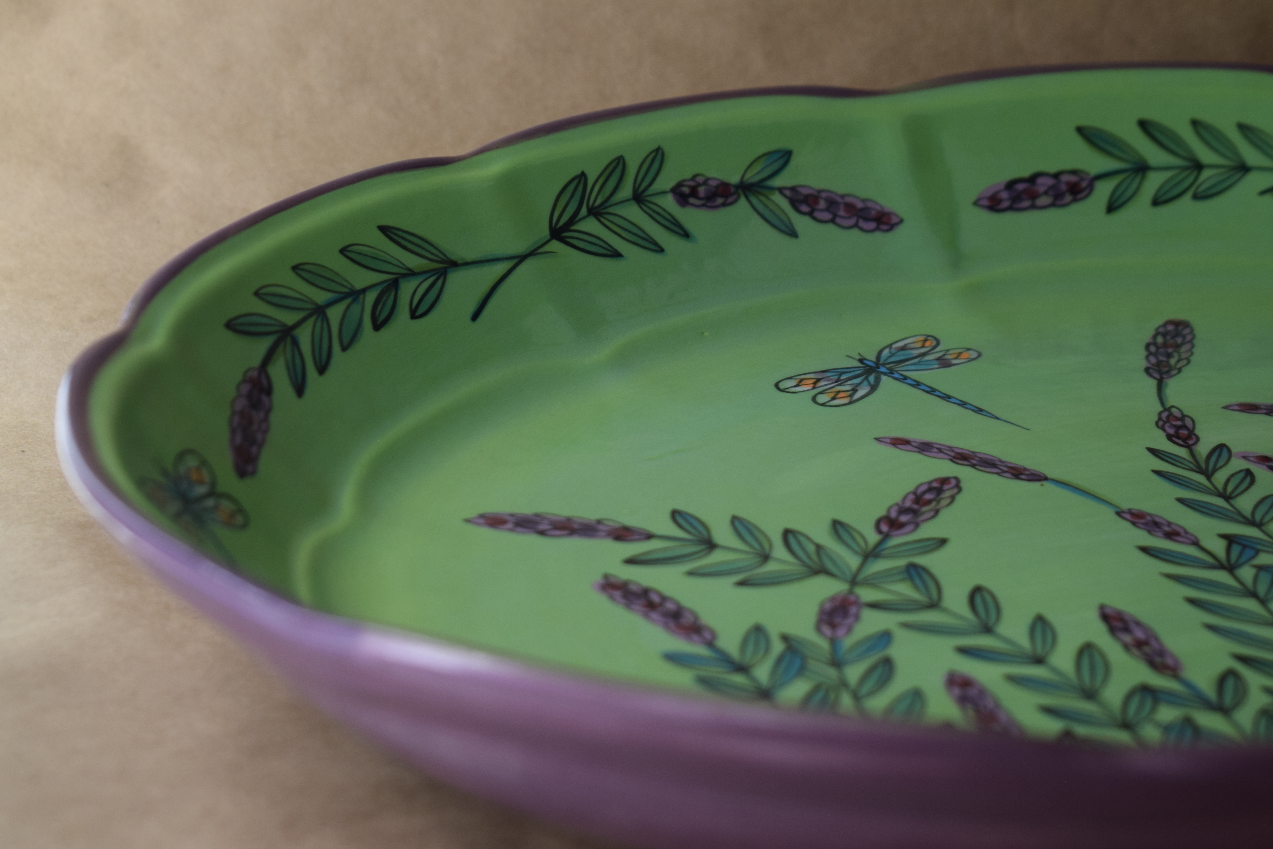 "(OB11-16x11-GLD) 16"" Oval Platter- Green Lavender with Dragonfly"