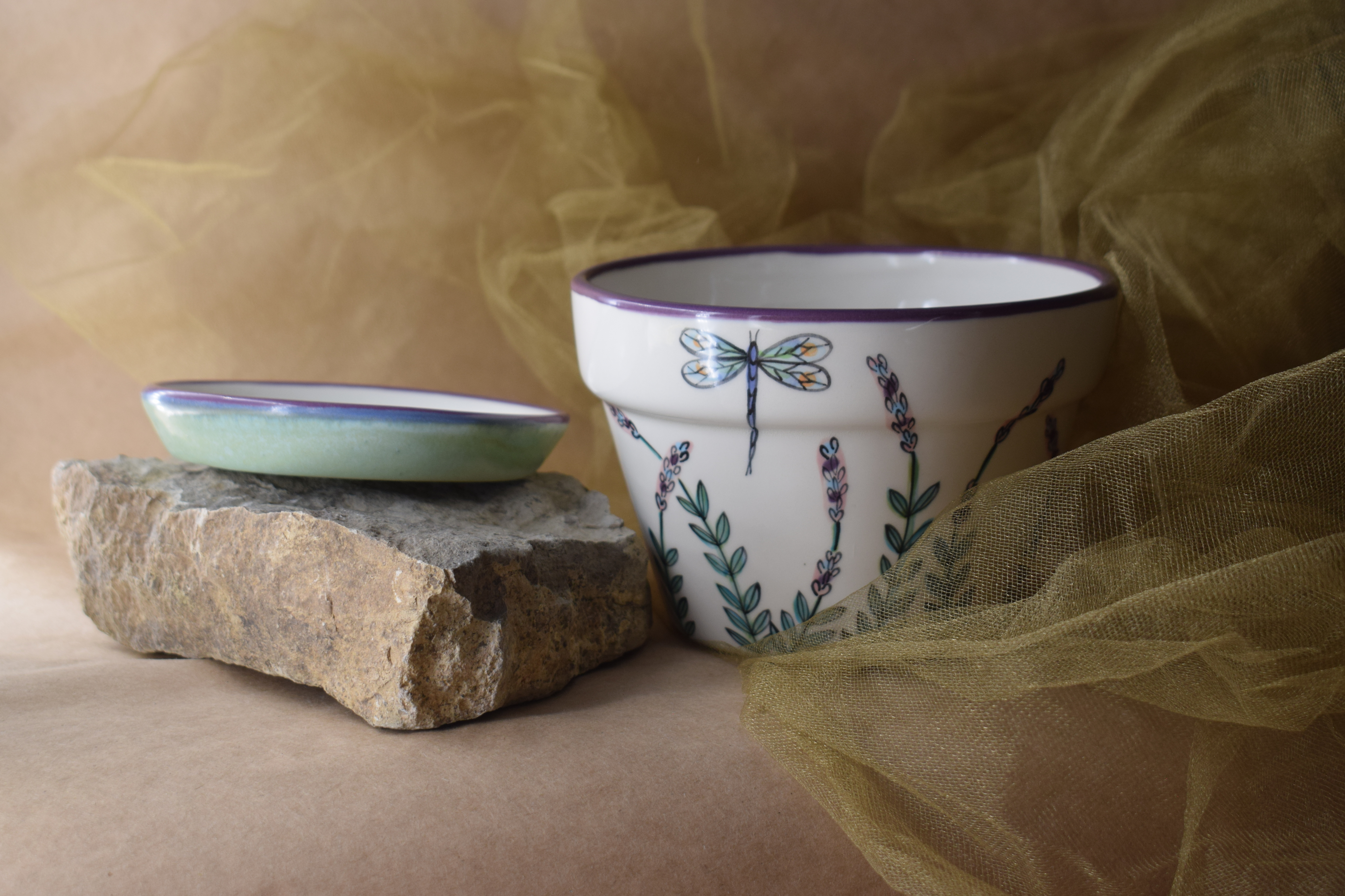 (MP06-WLD) Medium Planter- White Lavender with Dragonfly