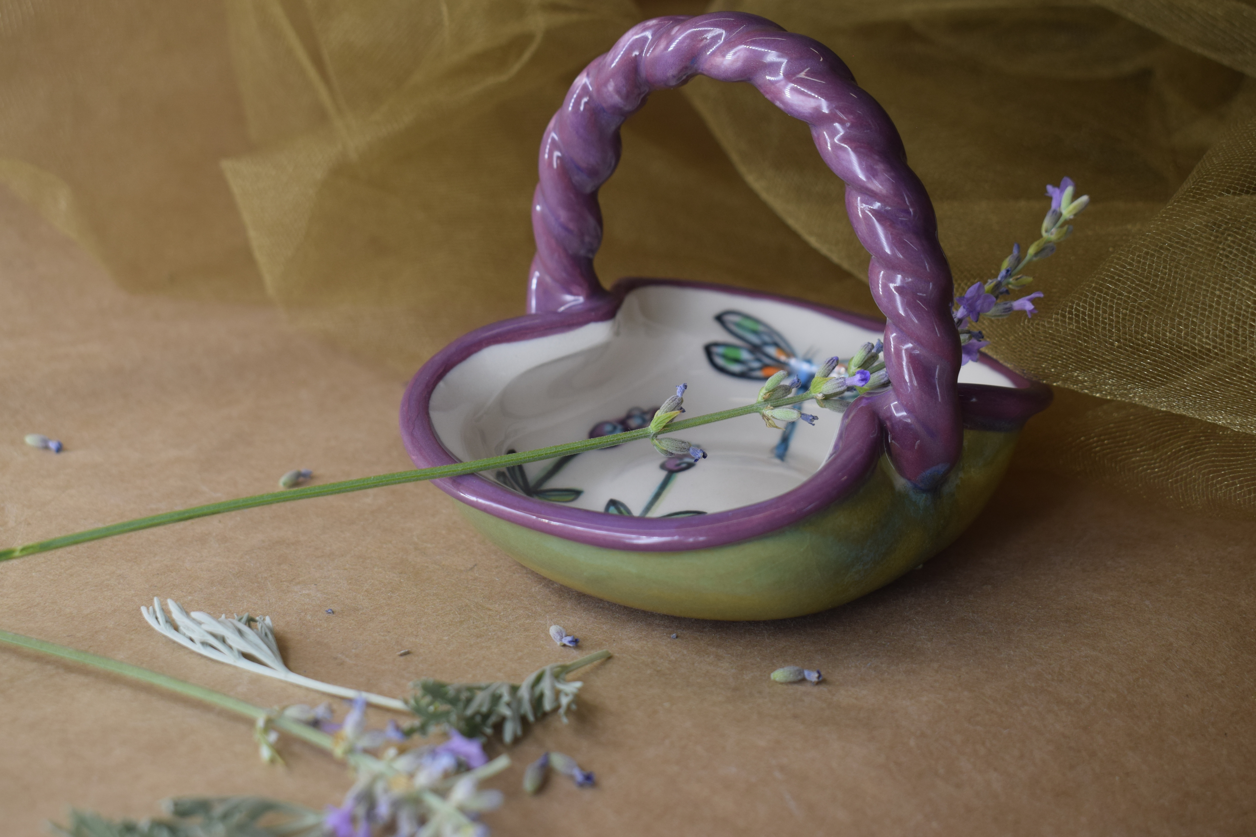 (BI-BS03 SM-WLD) Small Basket Bowl- White Lavender with Dragonfly