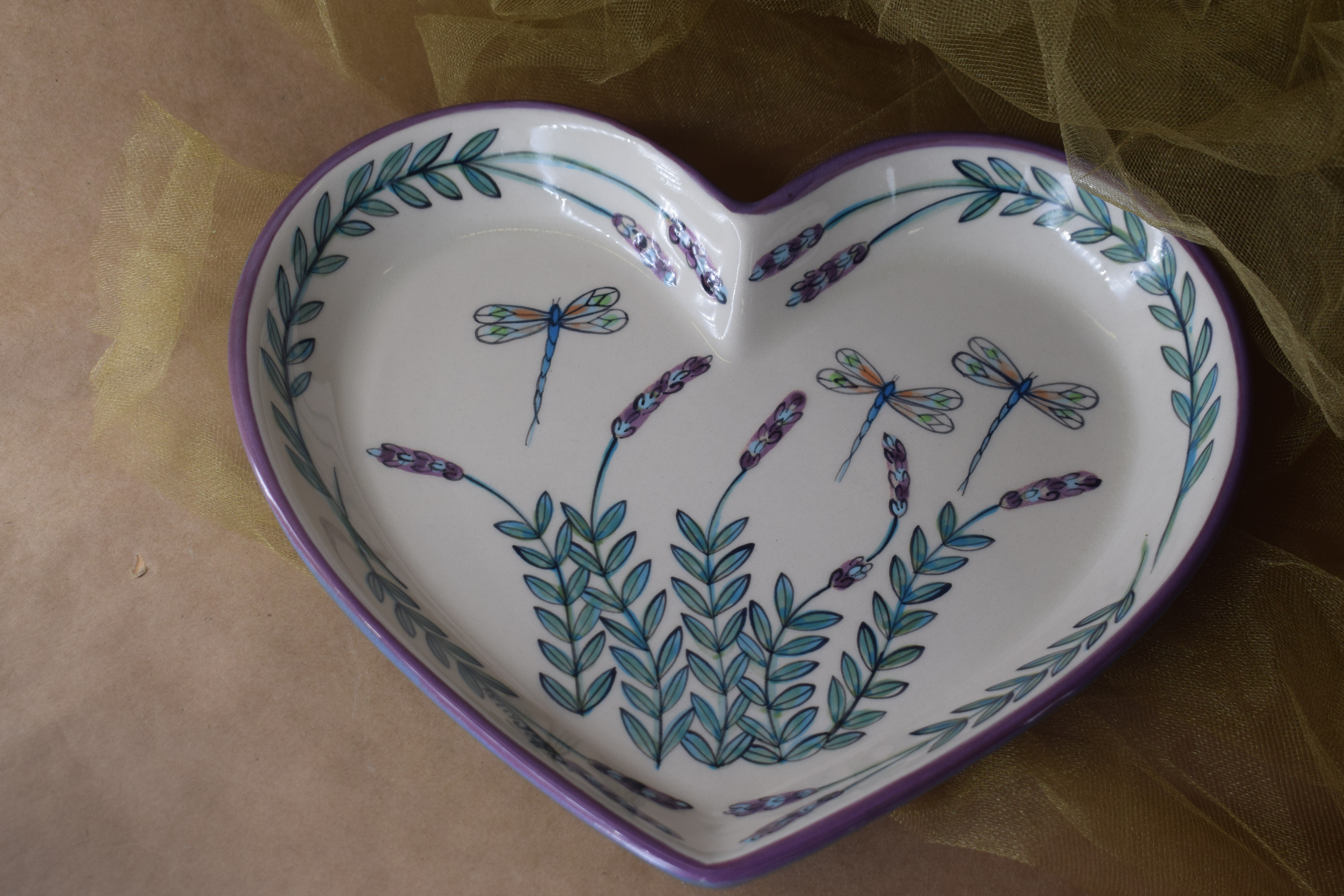 """(HRP10-WLD) 10"""" Heart Plate- White Lavender with Dragonfly"""