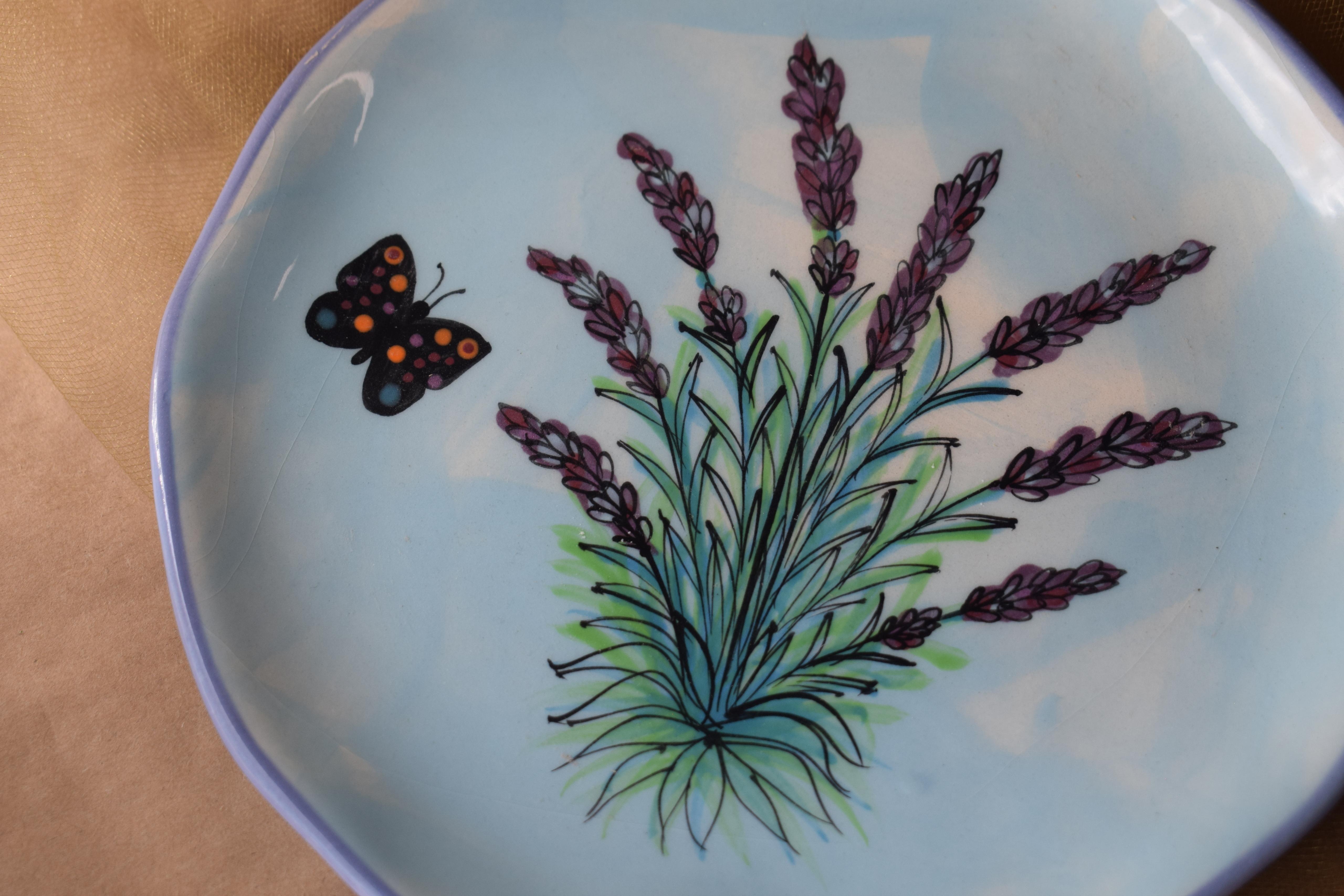 "(MP08-EL) 8"" Edged Dinner Plate- English Lavender"