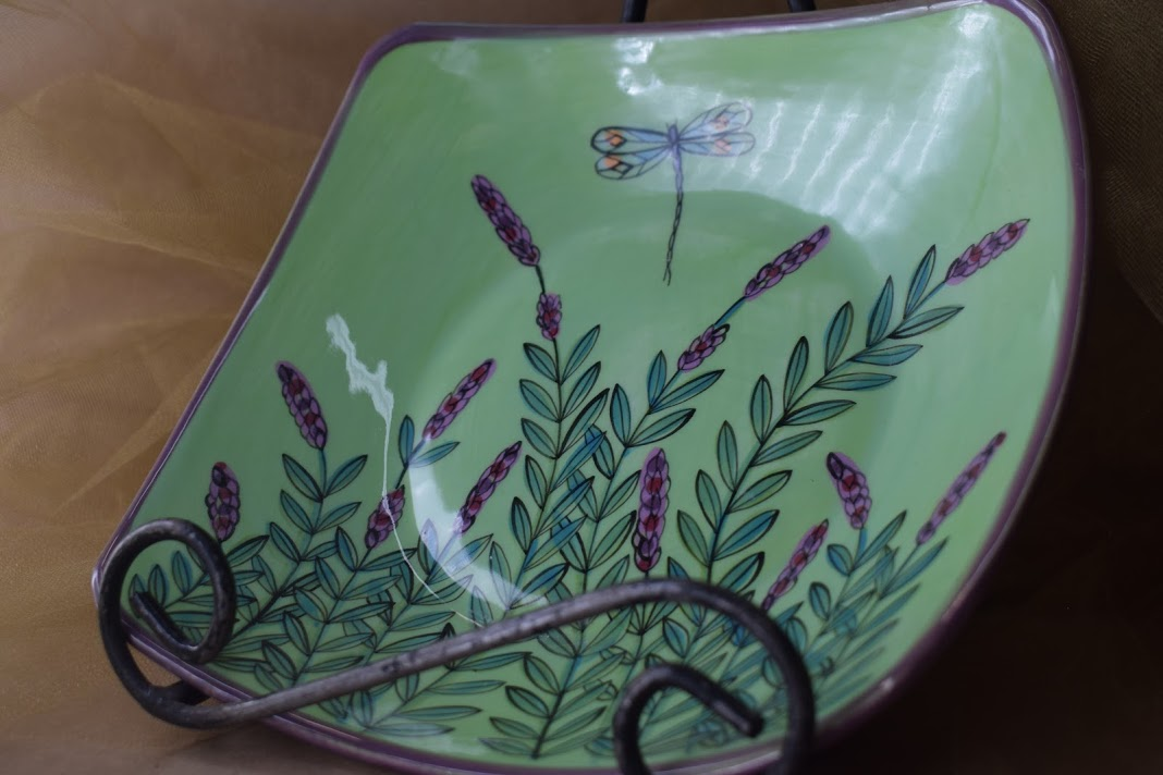 """(PCB08-GLD) 8"""" Pointed Corner Bowl- Green Lavender with Dragonfly"""