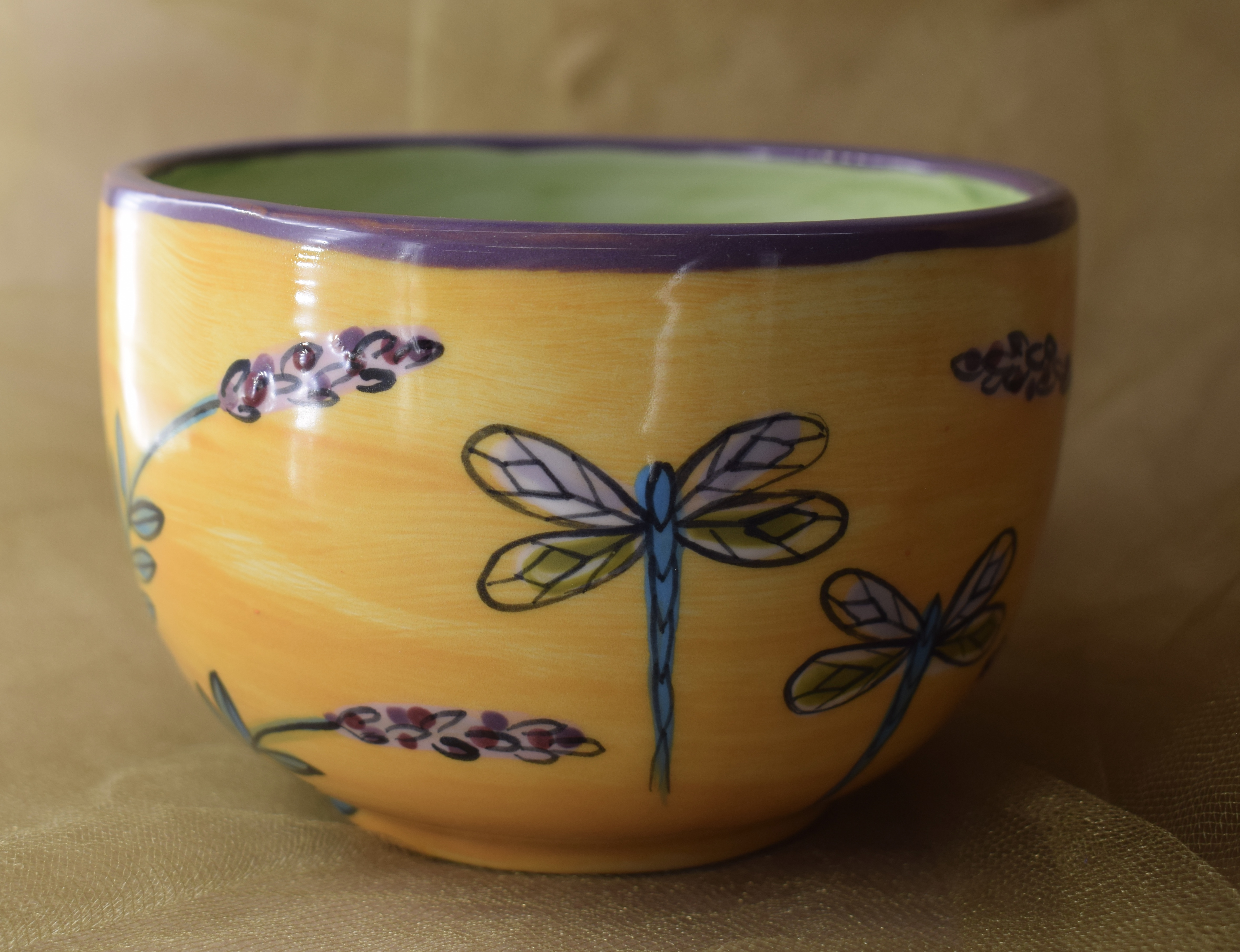 (LM16-YLD-GC) 16oz. Latte Mug- Yellow Lavender with Dragonfly- Green Center