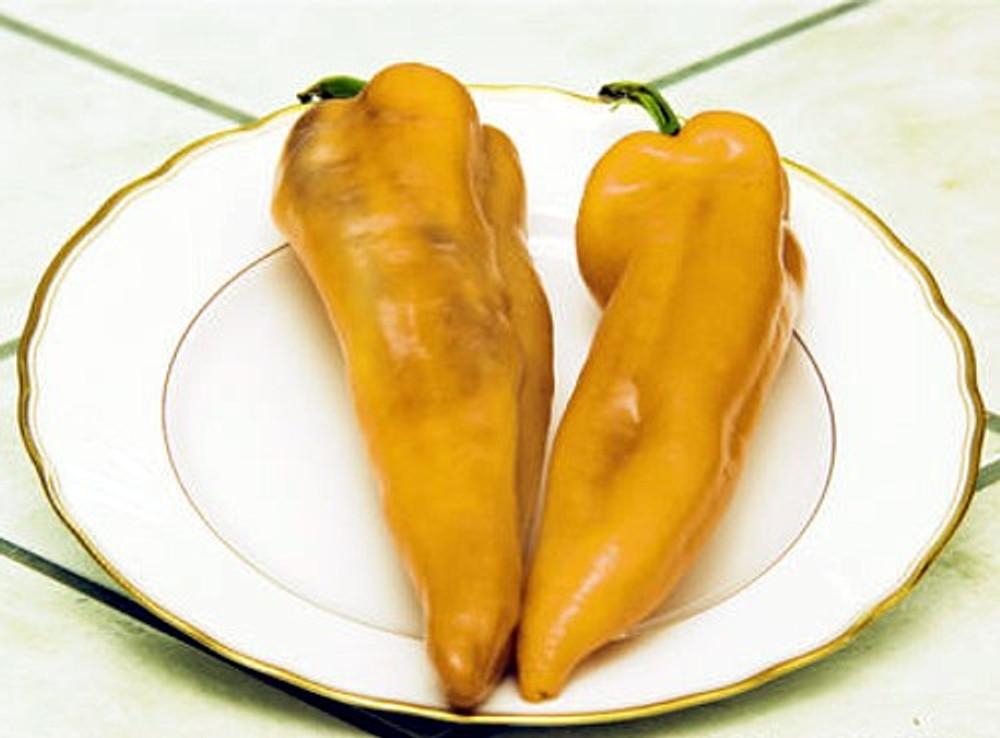 Yellow Corno Di Toro Pepper 25 Seeds- Heirloom
