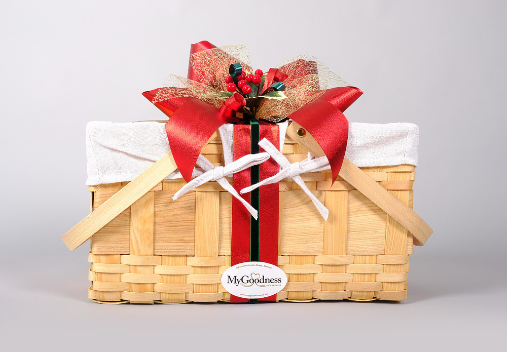 Christmas Hamper Basket.Country Xmas Hamper