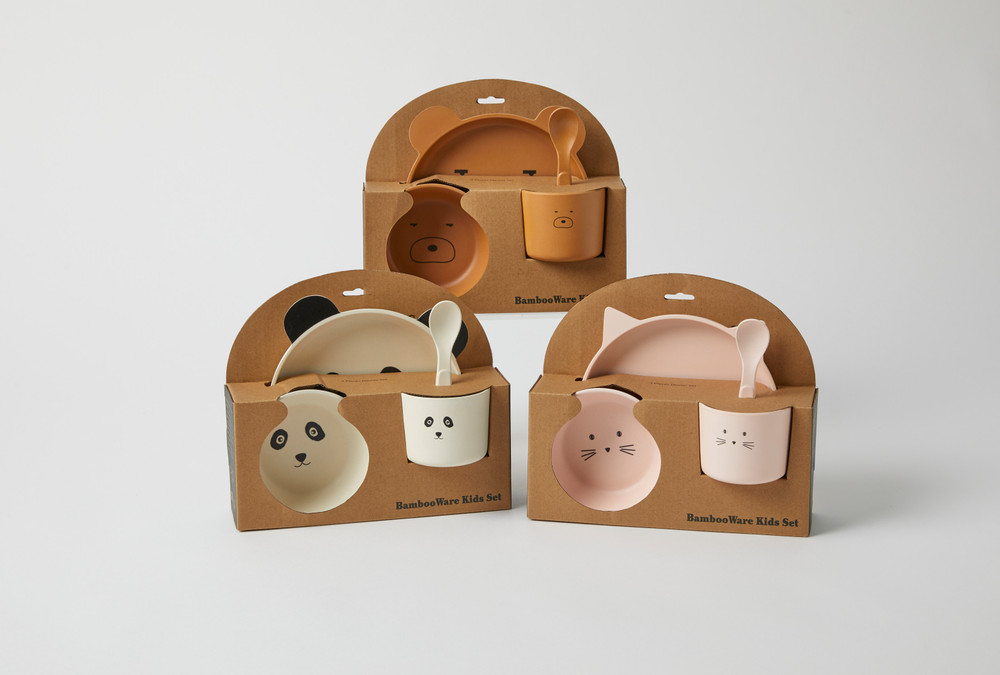 This Eco Friendly Bamboo Resin Baby dinner set comes in 3 adorable animal choices The set comes complete with a Plate, Bowl, Cup & Spoon for your child's every need.