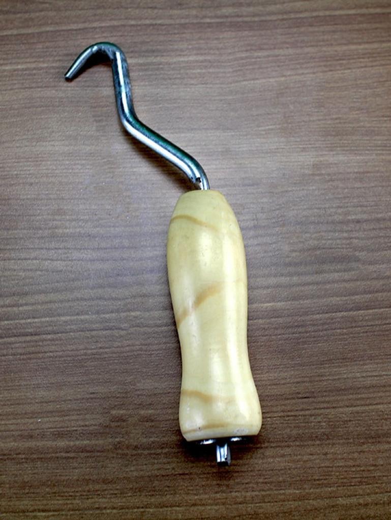 Manual Loop Tie Twister