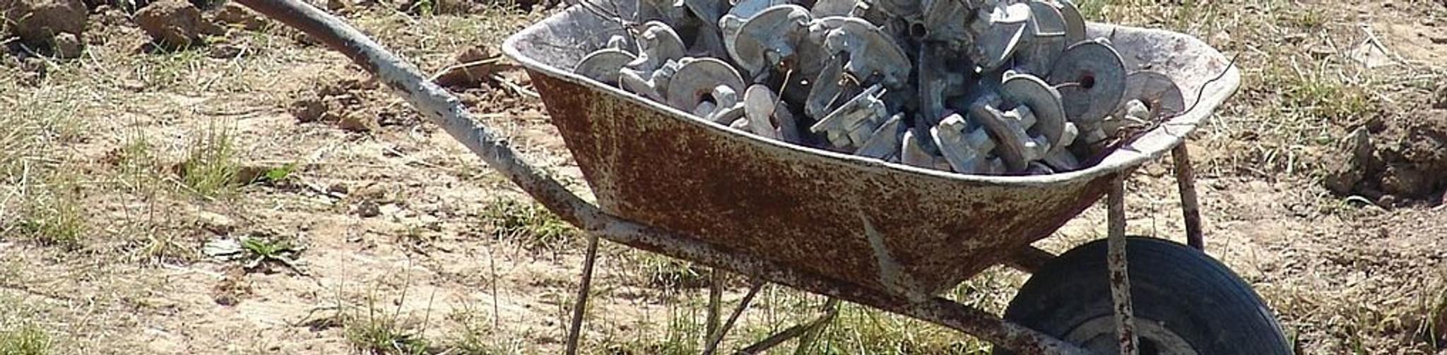 Wheelbarrows, Buckets & Mixers