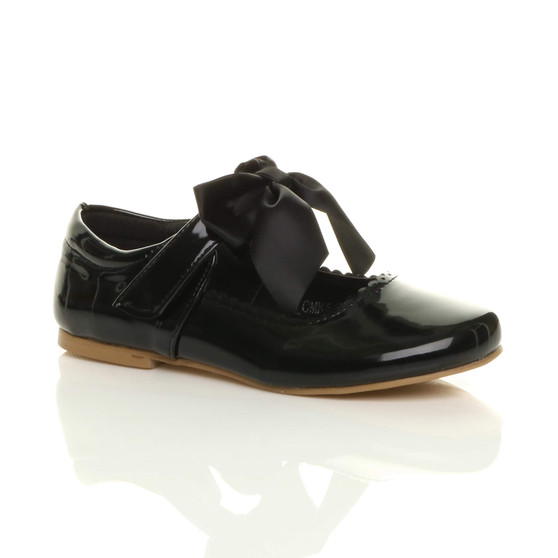 Front right side view of Black Patent Childrens Ribbon Bow Scalloped Bridesmaid Mary Jane Shoes