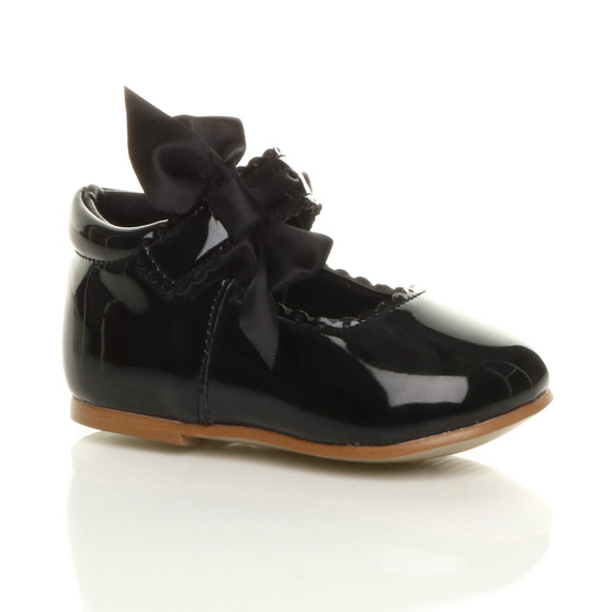 Front right side view of Black Patent Baby Ribbon Bow Scalloped Bridesmaid Mary Jane Shoes