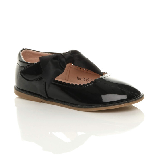 Front right side view of Black Patent Childrens Ribbon Bow Scalloped Mary Jane Shoes