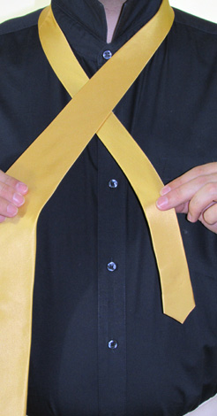 How To Tie A Full Windsor Knot   Step 2