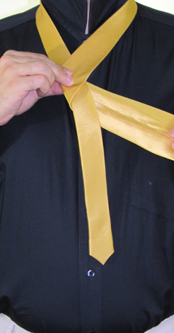 How to Tie a Half-Windsor Knot   Step 3