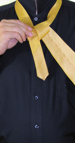 How to Tie a Half-Windsor Knot | Step 5