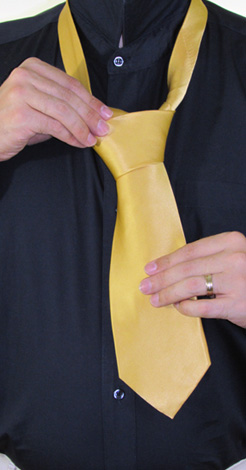 How to Tie a Half-Windsor Knot   Step 8