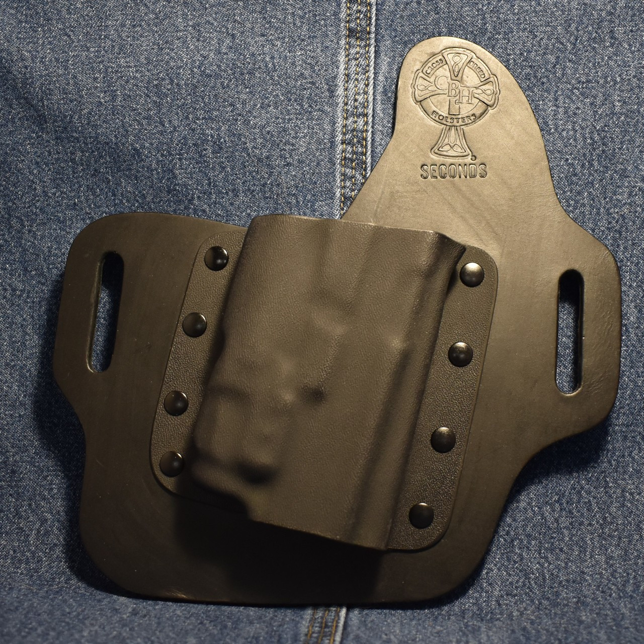 15480 CrossBreed OWB Light Defender GLOCK 17/19 with STREAMLIGHT TLR-7    Right Hand   Black Cow