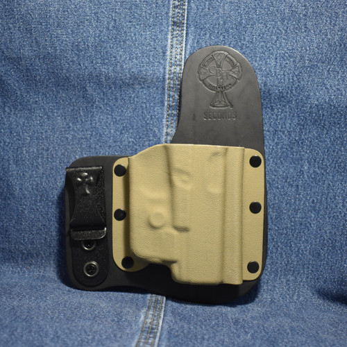13639 CrossBreed Freedom Carry GLOCK 19 with StreamLight TLR