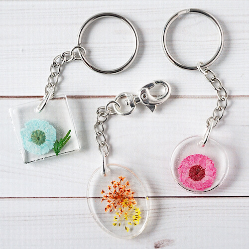 Carry a bit of springtime wherever you go with DIY Resin Flower Keychains!