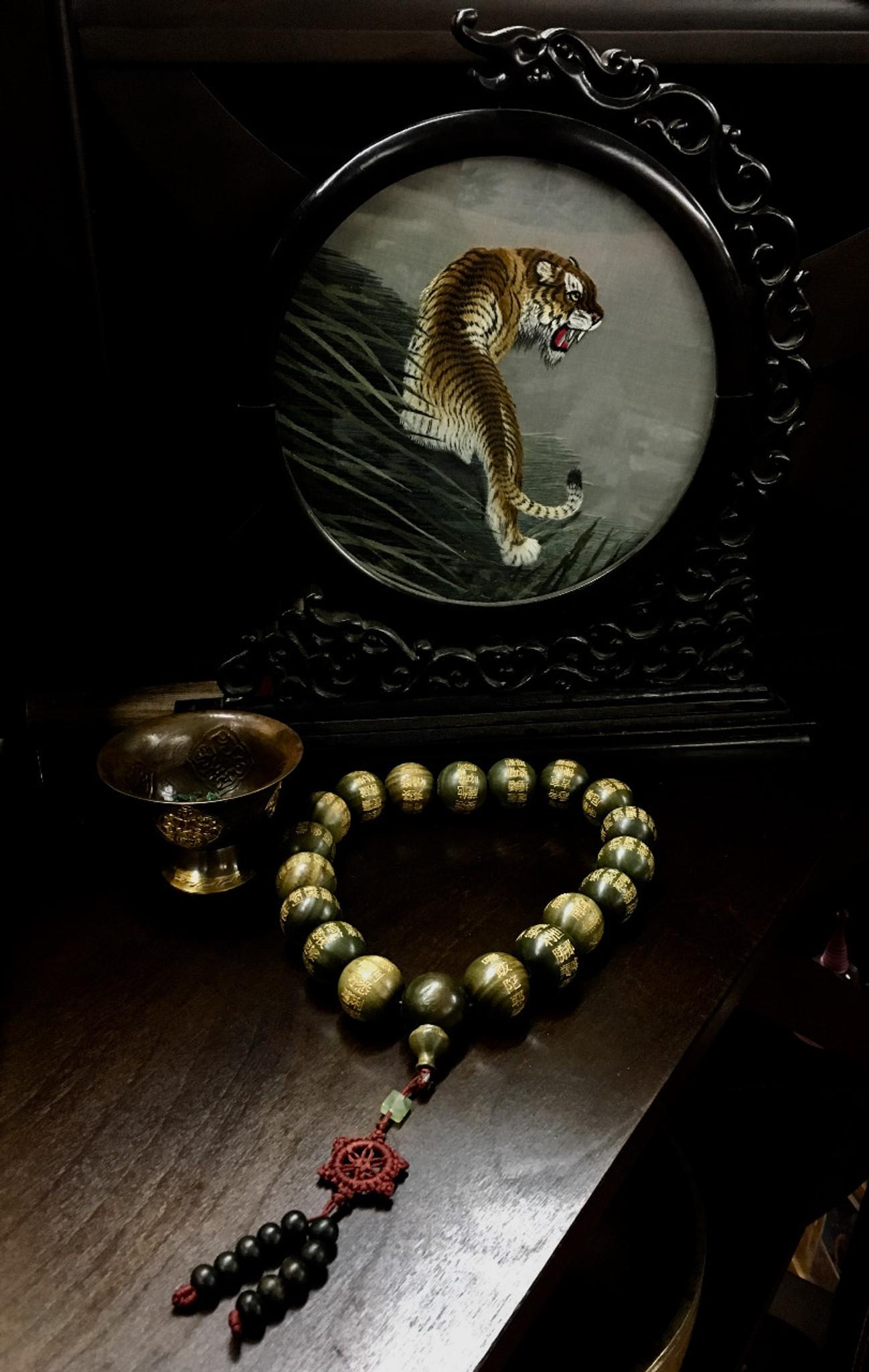 Green Sandalwood Engraved Heart Sutra Wrist Mala - 25 mm