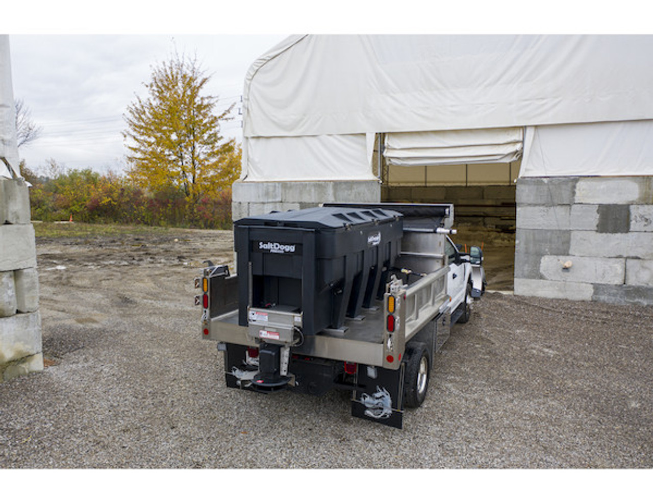 PRO3000 BUYERS SaltDogg® PRO3000 Electric Poly Hopper Spreader With Auger 3