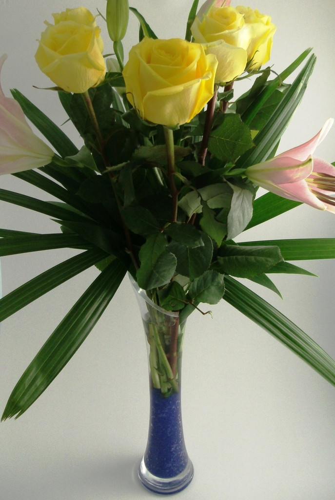 418 ff6 floral arrangement in a glass vase -  No Further Discounts Apply