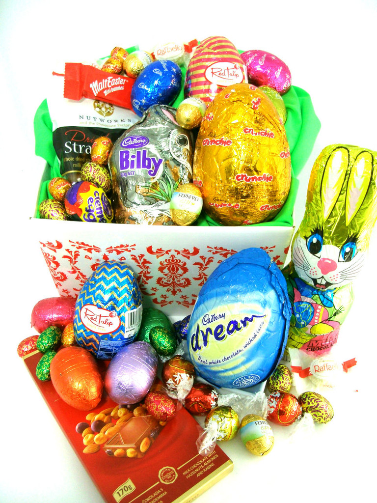 88819 E5 - A box of Easter goodies