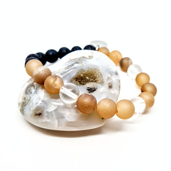 Peach Agate is a naturally calming stone particularly for women seeking comfort in emotional distress. Bringing balance to a hectic life & everyday responsibilities.  Zodiac: Gemini  Chakra: Sacral