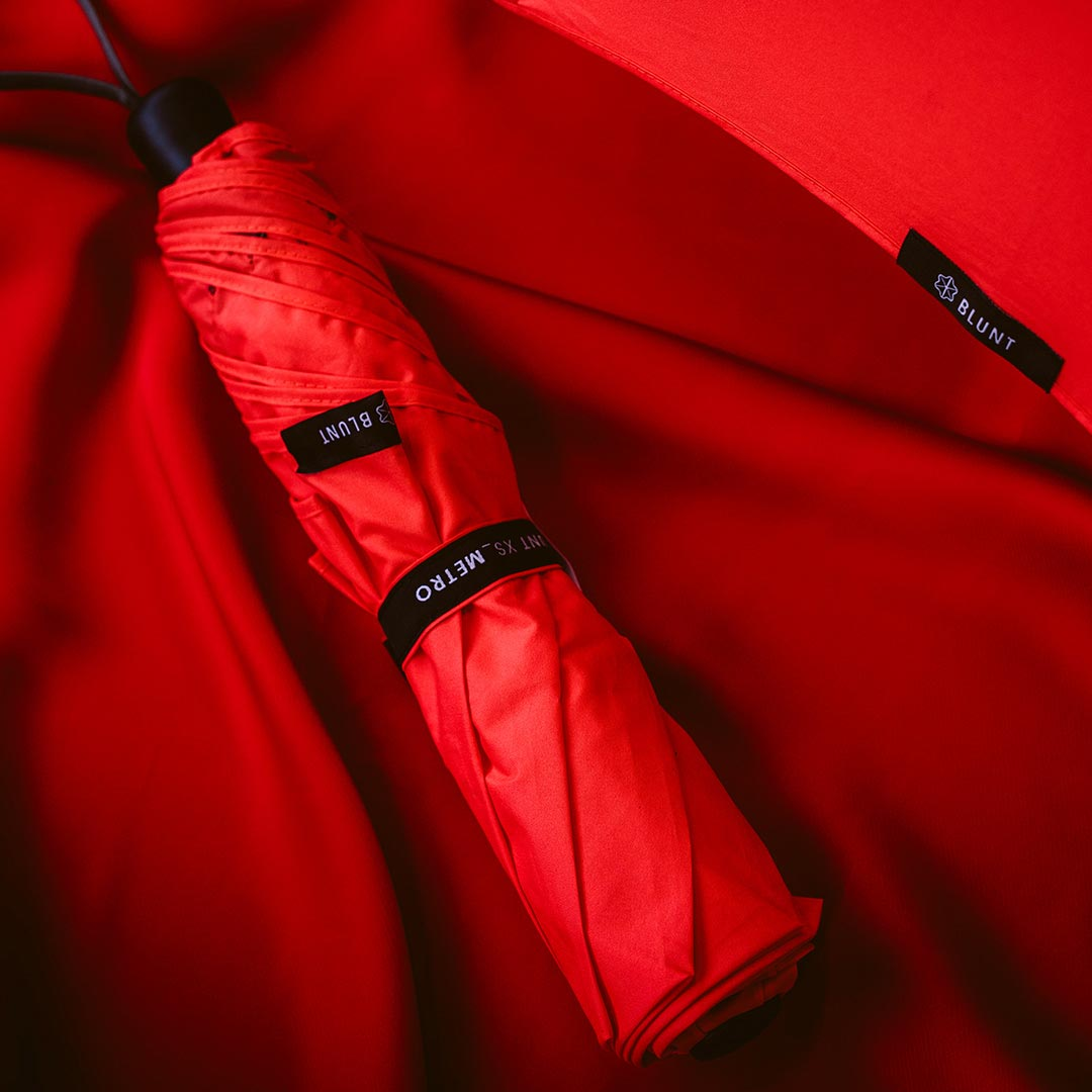 BLUNT umbrella Metro Red | the design gift shop