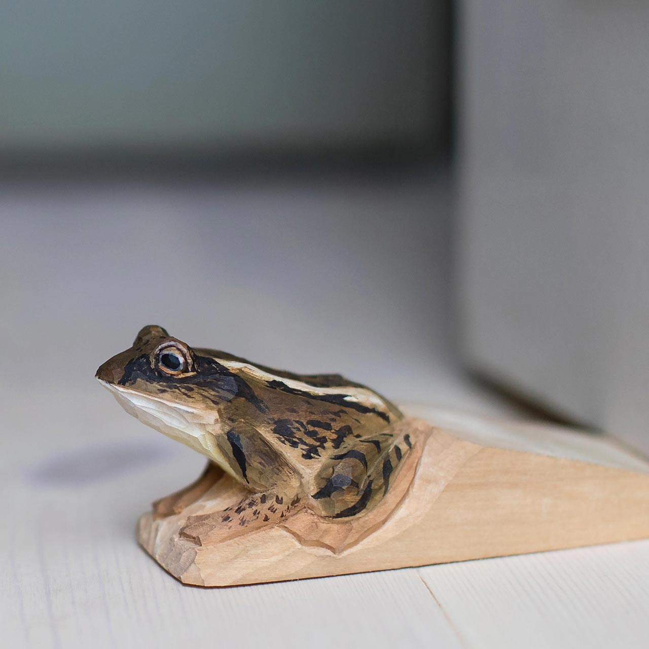 WILDLIFE GARDEN Doorstop Moor Frog   the design gift shop