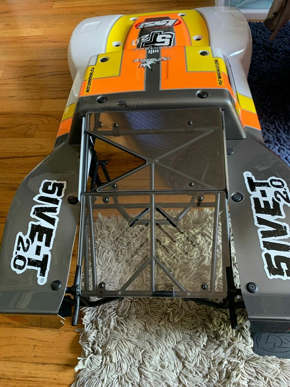 Customer sent in pic of the rear windows (Upper and Lower panels) mounted on a Losi 5ive-T 2.0