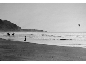 USA. STINTON BEACH, CALIFORNIA. 1975 BY ELLIOTT ERWITT