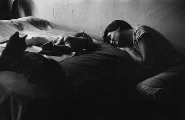 PORTFOLIO I: NEW YORK CITY FROM THE FAMILY OF MAN, 1953 BY ELLIOTT ERWITT