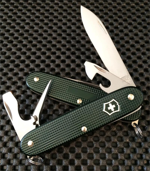 VICTORINOX SWISS ARMY 0.8201.24R GREEN RIBBED ALOX 93MM PIONEER. CUTLERY SHOPPE