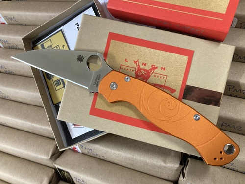 SPYDERCO LYNCHNW PARA MILITARY 2. CPM-S30V WHARNCLIFFE BLADE. ORANGE ANODIZED ALUMINUM HANDLE. LYNCH TI POCKET CLIP. LIMITED EDITION. CUTLERY SHOPPE EXCLUSIVE.